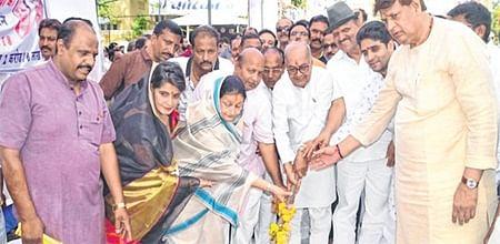 Indore: Finance Minister Jayant Malaiya launches developmentprojects in city