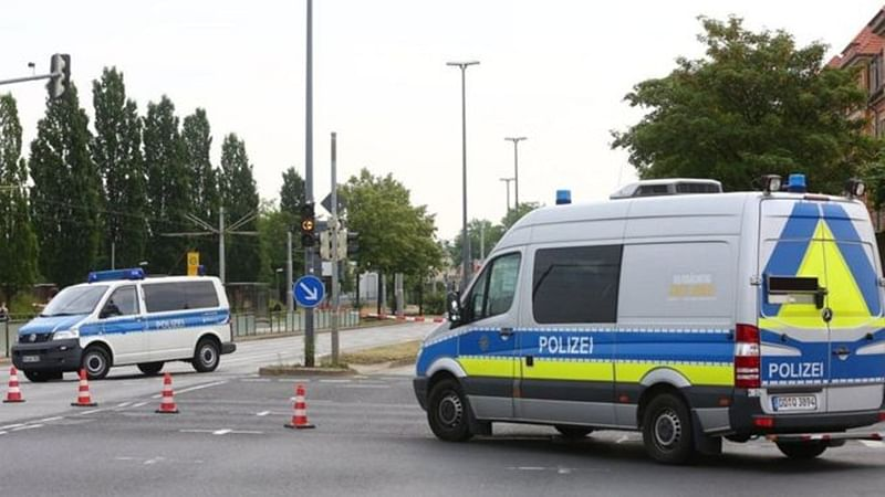 Tricky WWII bomb defusal sparks fire in Dresden