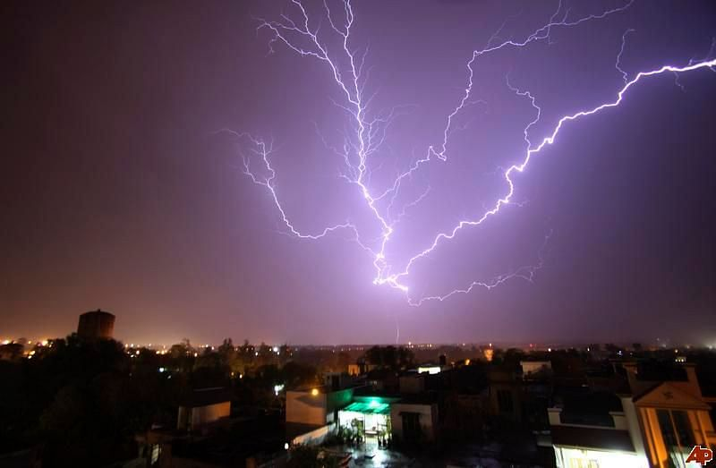 MET department issues thunderstorm alert in isolated places of Maharashtra