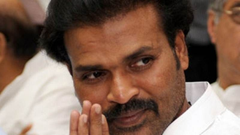 Karnataka Assembly Elections 2018: Congress accuses BJP candidate B Sreeramulu of bribery charges
