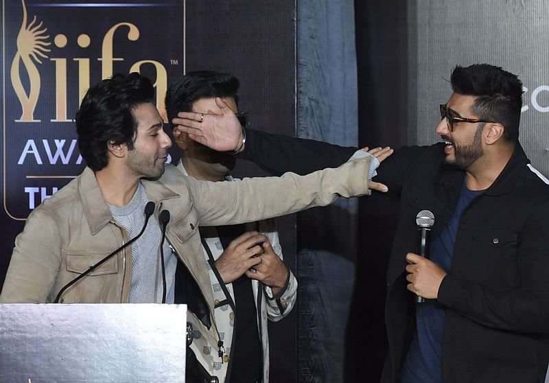 IIFA Rocks 2018: Karan Johar makes Arjun Kapoor and Varun Dhawan do Kareena Kapoor's Tareefan pout!