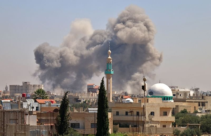 Smoke rises in the rebel-held town of Nawa, about 30 kilometres north of Daraa in southern Syria on June 27, 2018 during airstrikes by Syrian regime forces. Syria's army launched an assault on the flashpoint southern city of Daraa state media said, after a week of deadly bombardment on the nearby countryside caused mass displacement. Government forces have set their sights on retaking the south of the country, a strategic area that borders Jordan and the Israeli-occupied Golan Heights. / AFP PHOTO / Ahmad al-Msalam