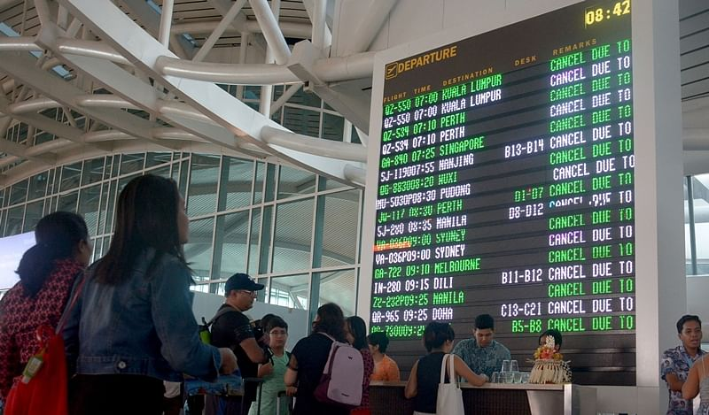 Bali airport closes after Mount Agung volcano erupts