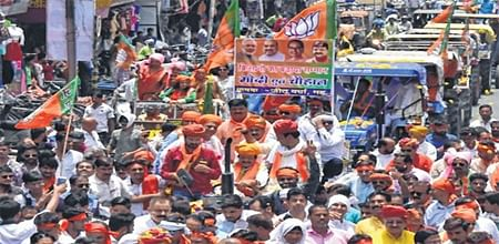 Indore: BJP takes out 'Kisan Ratra' in city