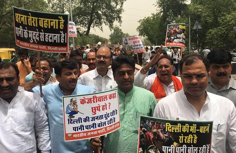 Delhi BJP leaders stage protest at CM Arvind Kejriwal's residence demanding water-power supply