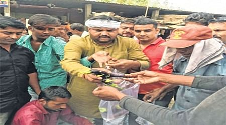 Farmers' stir day 4: Farmers intensify their stir, distribute vegetables for free