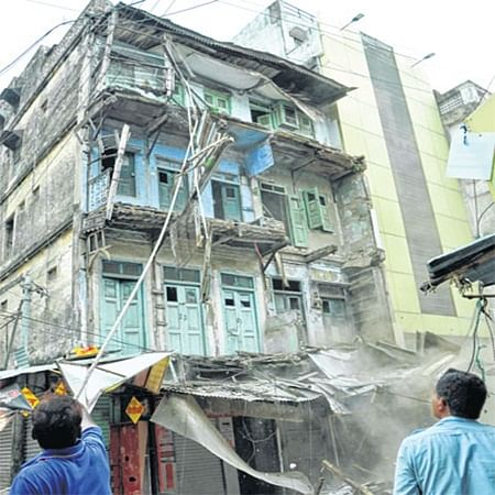 Indore: IMC razes two residential buildings ahead of monsoon