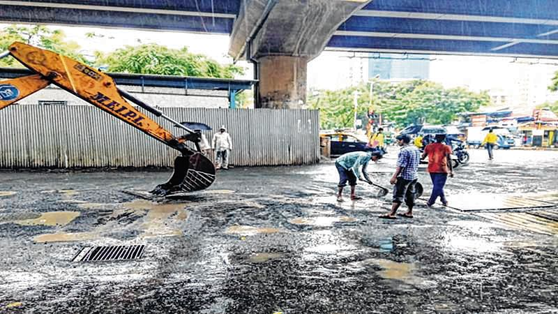 Govt makes plastic mandatory for road construction, BMC reluctant