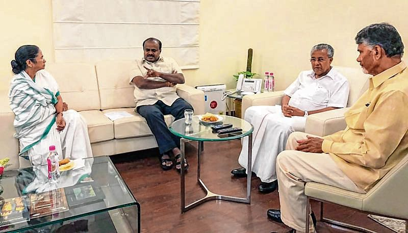 Four CMs meet over Kejriwal's protest