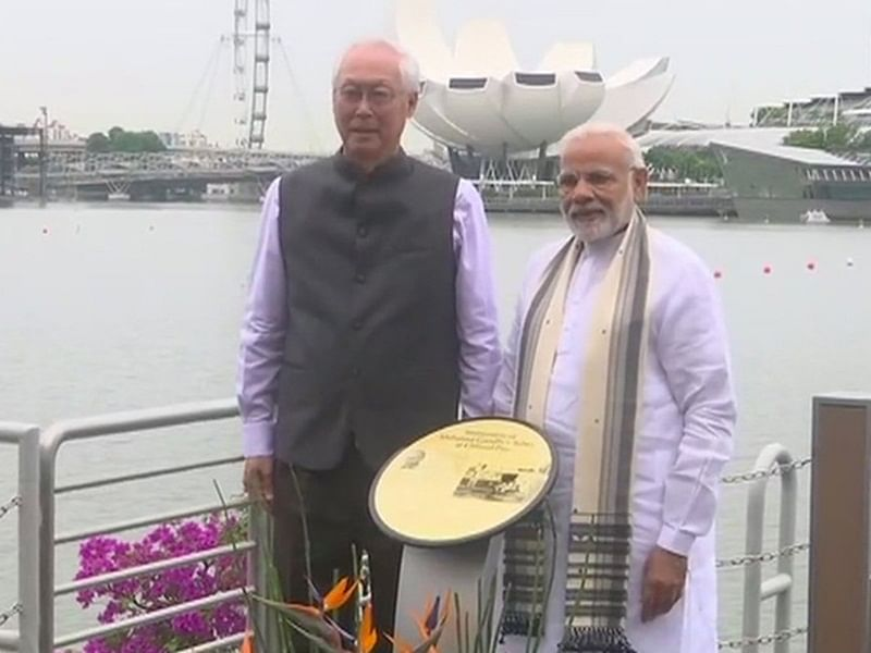 PM Narendra Modi unveils Mahatma Gandhi plaque in Singapore