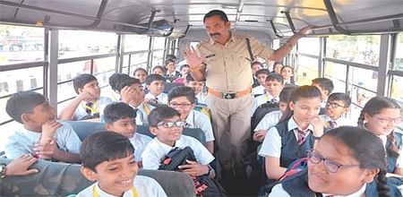 Indore: 8 drivers fined, traffic police checks school buses to prevent accidents