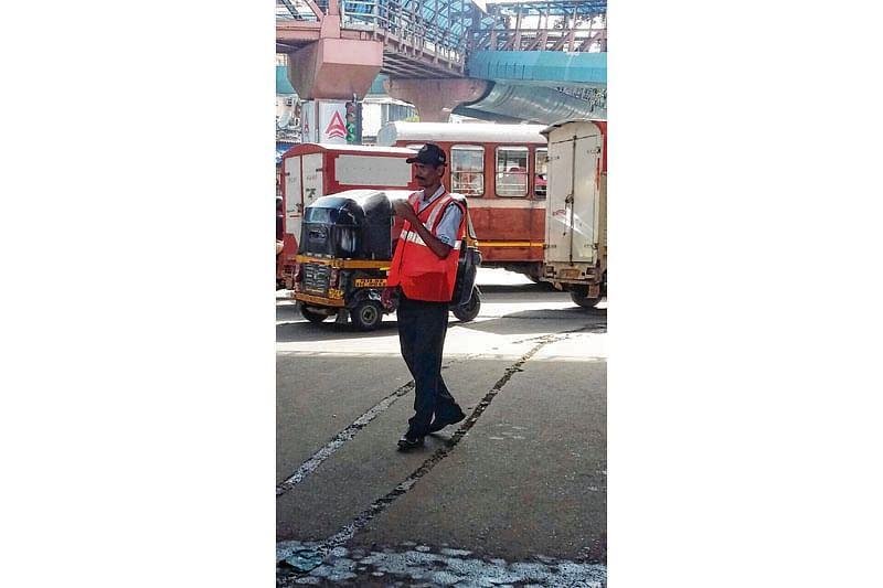 Signages, marshals ensure Metro work doesn't hamper traffic