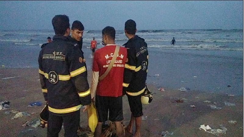 Mumbai: Navy, Coast Guard deploy choppers to trace four feared drowned at Juhu beach