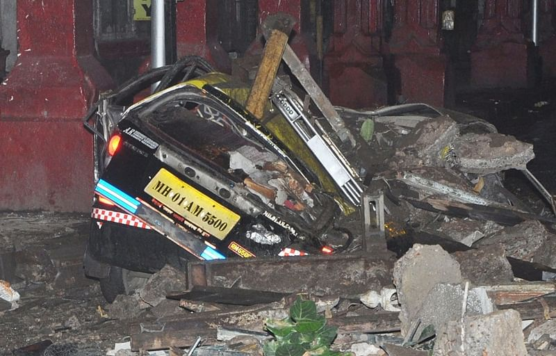 Mumbai: Taxi crushed as part of balcony collapses near Kala Ghoda