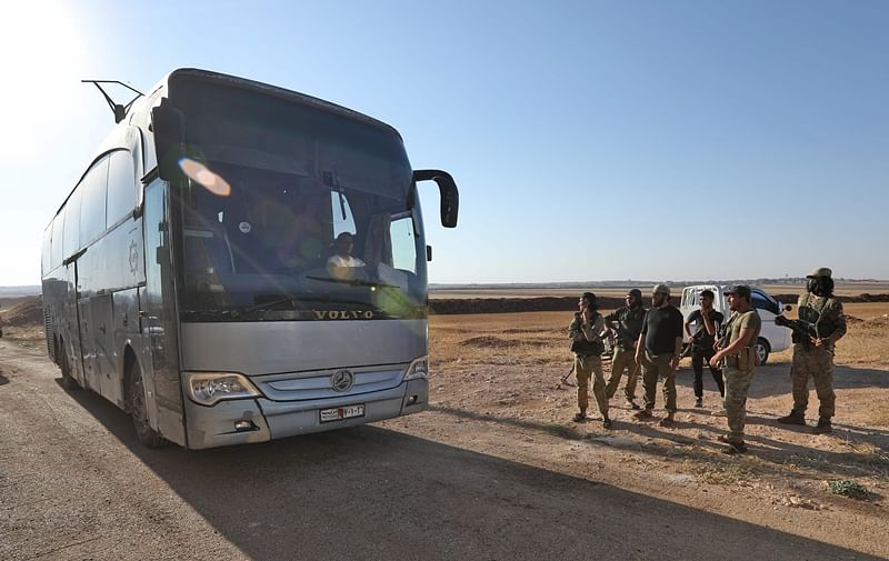 Evacuations begin from besieged pro-regime Syria towns