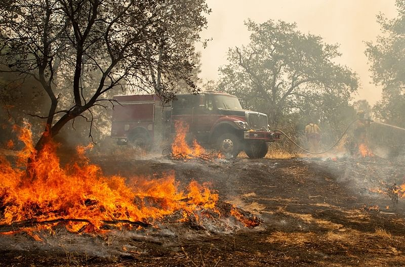 6 killed as 'erratic' winds, dry conditions fuel deadly California fires