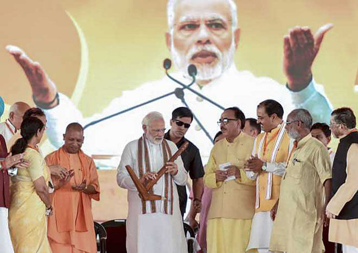 Modi lashes out at Oppn, refers to RaGa's 'unwanted hug' at UP rally