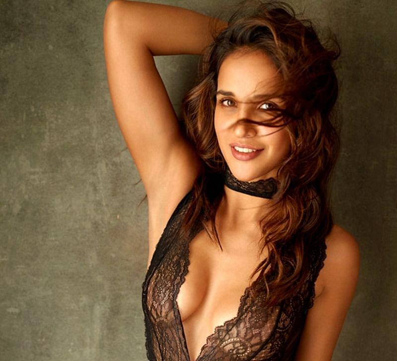 Aisha Sharma's sexy pictures will make you desperate to watch herin 'Satyameva Jayate'