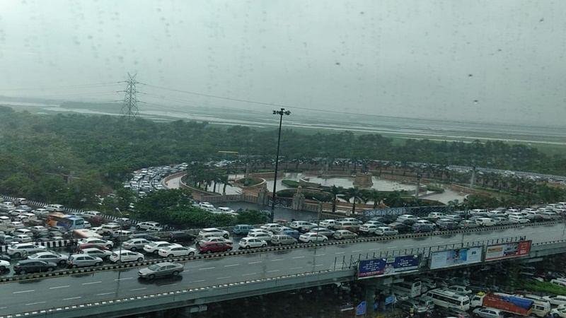 Heavy rains lash Delhi-NCR, traffic affected due to water-logging