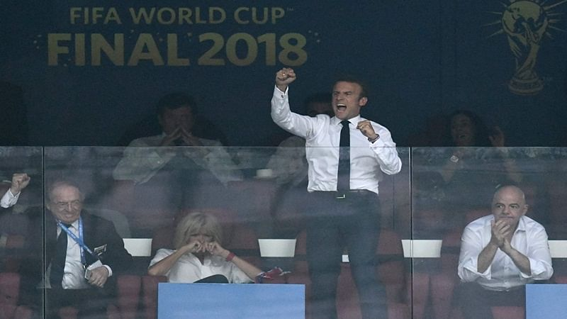 French President Emmanuel Macron celebrates his team's goal during the Russia 2018 World Cup final football match between France and Croatia at the Luzhniki Stadium in Moscow on July 15, 2018. / AFP PHOTO / Christophe SIMON / RESTRICTED TO EDITORIAL USE - NO MOBILE PUSH ALERTS/DOWNLOADS