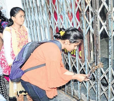 Ujjain: Students of Govt Kalidas girls' PG College stage protests