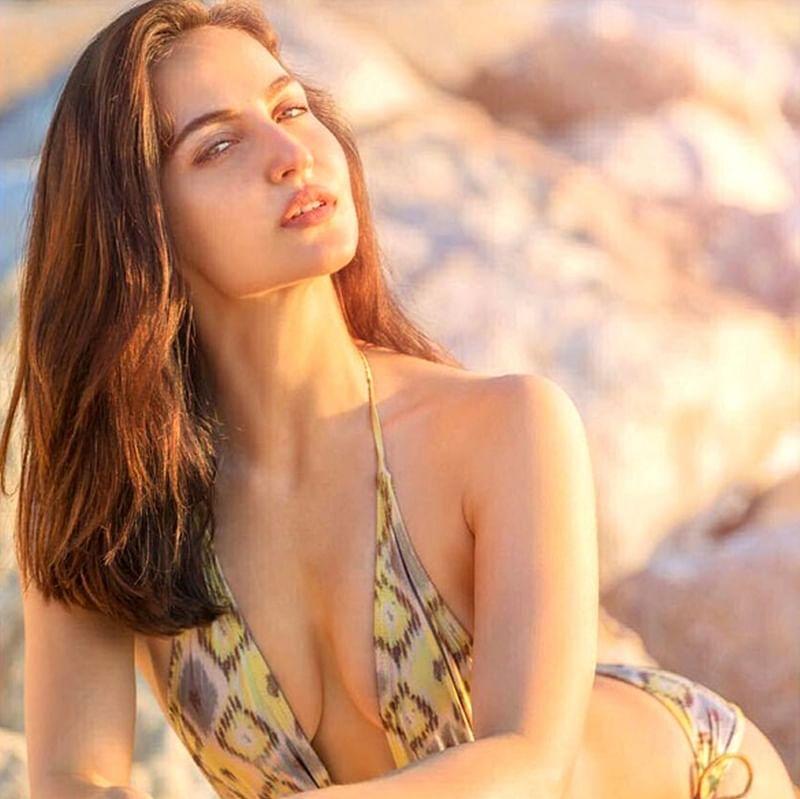 Hotness Alert! Elli Avram raises temperature with these super sexy bikini pictures