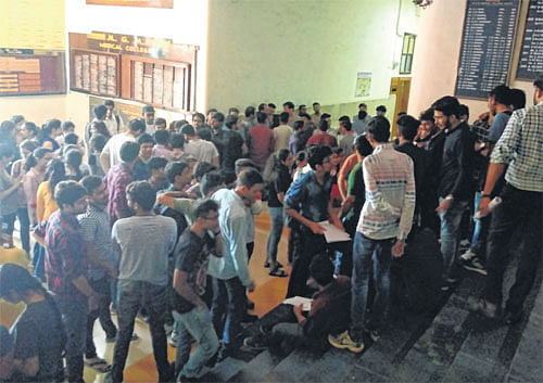 Indore: MGM Medical College Students raise banner of revolt against poor conditions