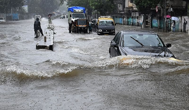 Mumbai Rains Latest Updates: Road, rail traffic hit, water logging in several parts, cracks develop on Thane's bridge