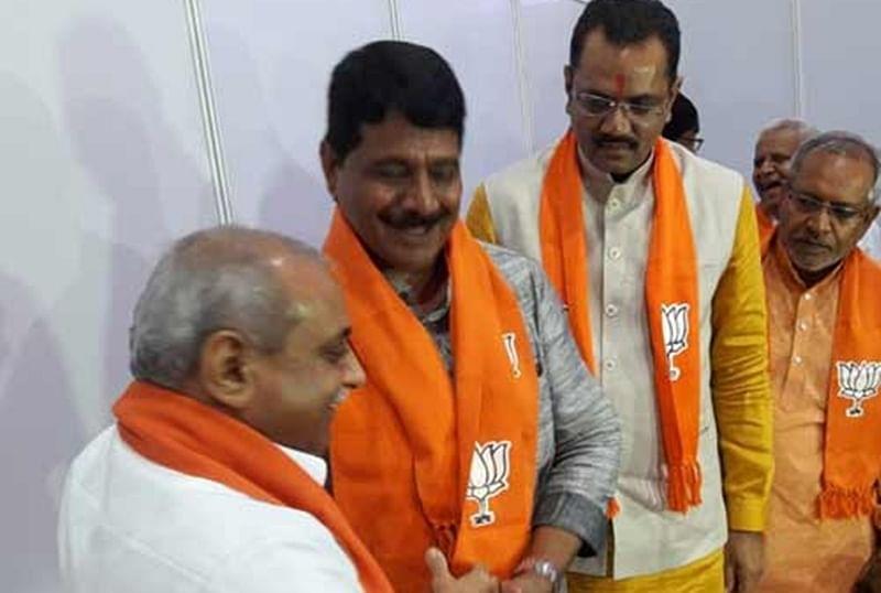 Another jolt for Congress, Ex-Gujarat CM Shankersinh Vaghela's son joins BJP