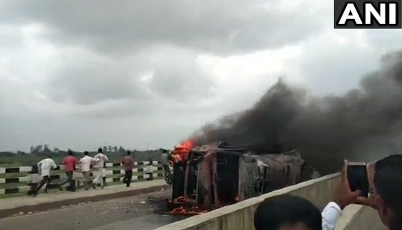 Maratha reservation protests: Maratha Kranti Morcha activists set a truck ablaze in Aurangabad