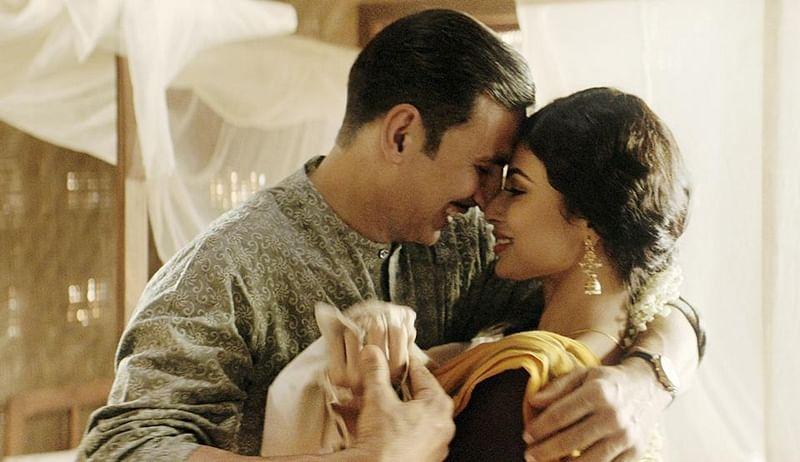 Akshay Kumar romances Mouni Roy in Gold's upcoming song, Naino Ne Baandhi