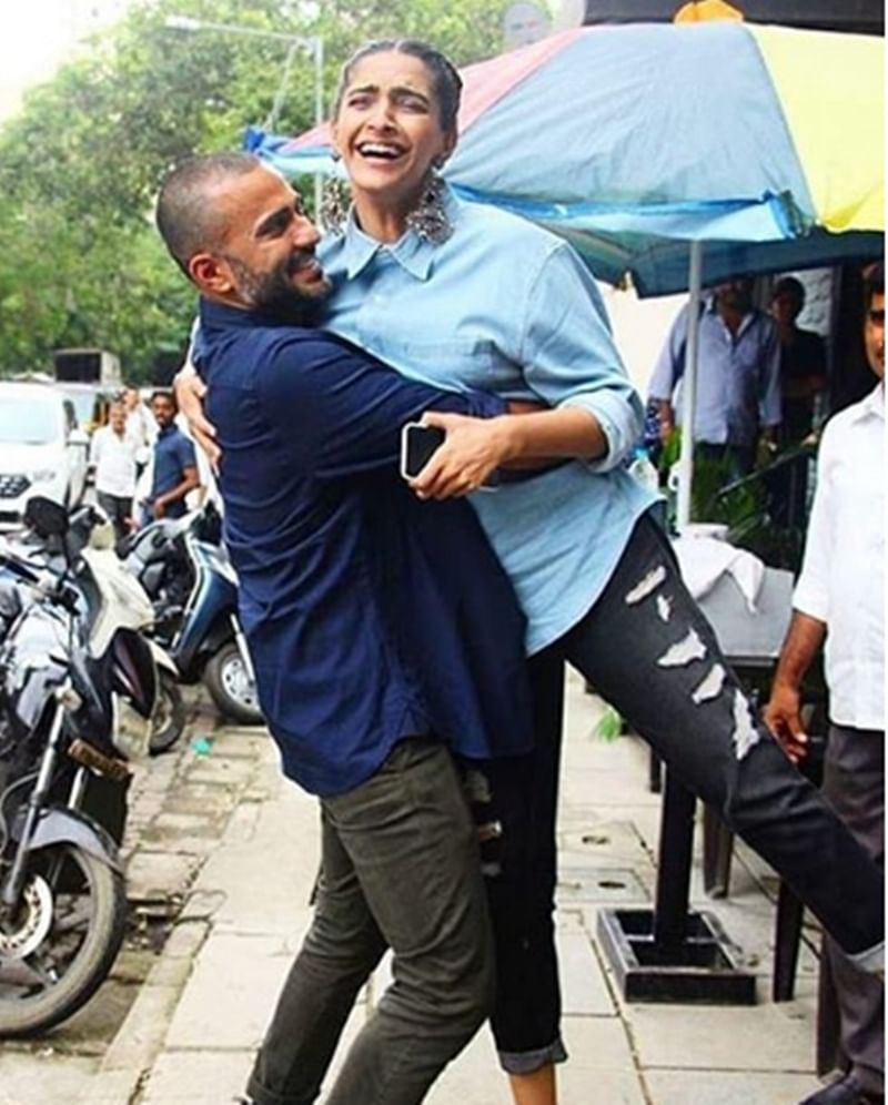 Awww! Ideal hubby Anand Ahuja lifts lovely wifey Sonam Kapoor in the middle of the street; see pics