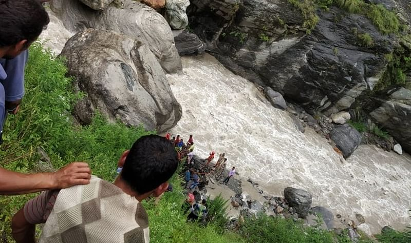 Uttarakhand: 3 missing, 5 injured after vehicle falls into Kalpganga river in Chamoli