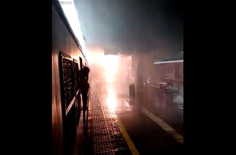 Mumbai: Dahanu local caught fire on Virar station due to short circuit