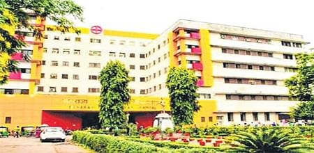 Indore: Woman delivers baby at home as doctors refuse to admit her excusing JDA strike