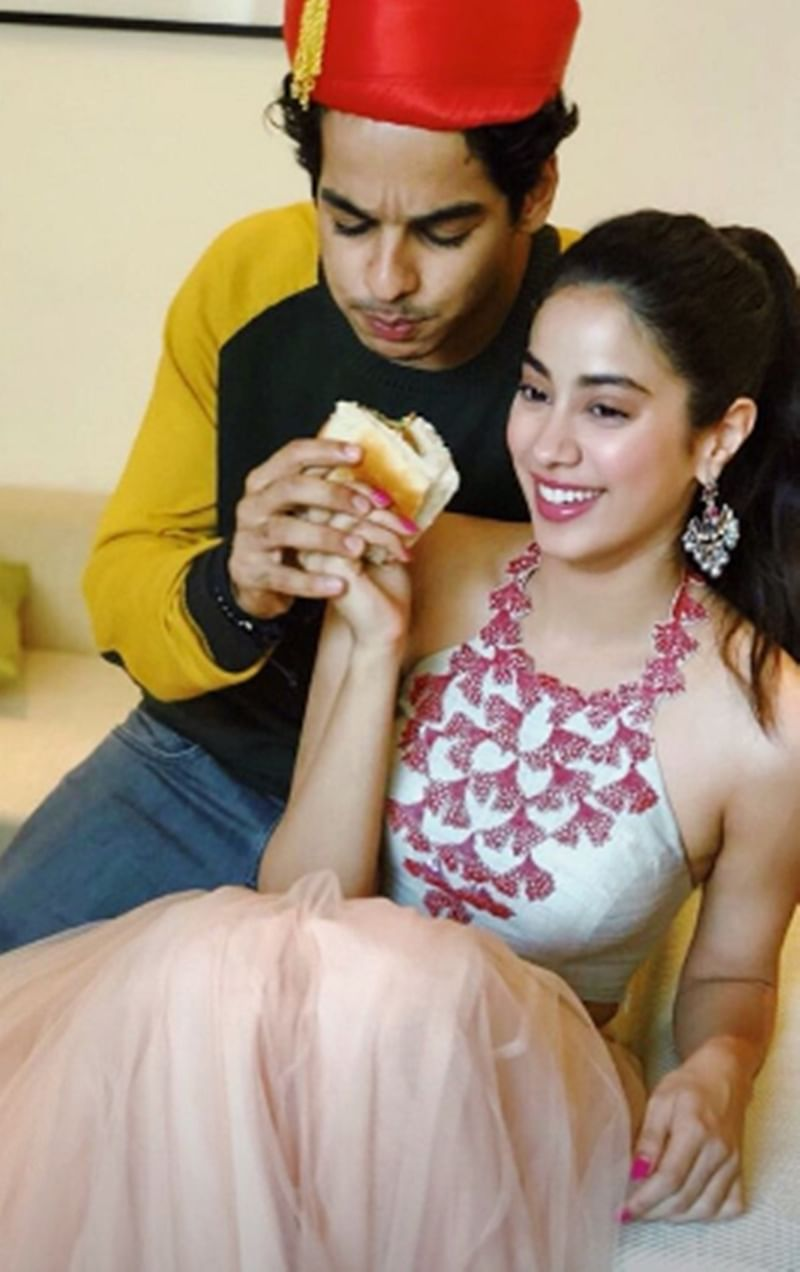 Dhadak: Ishaan Khatter and Janhvi Kapoor gorge on 'vada pav' in Pune; see pic