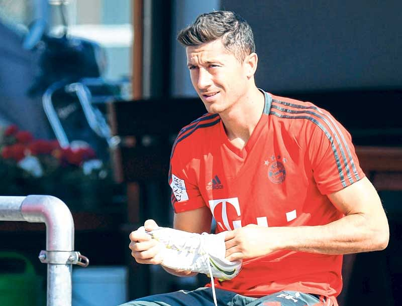 Lewandowski fires hat-trick as Bayern thrash Eintracht in German Supercup