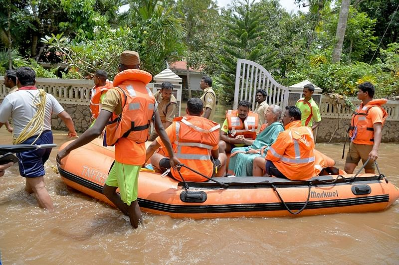Kerala floods: Jail inmates prepare food to feed flood victims