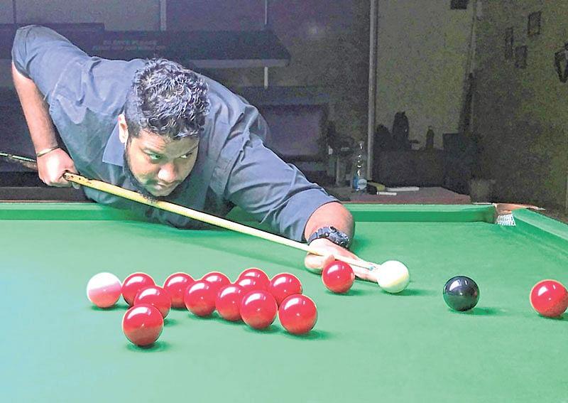 Ralph Fernandes rallies to down Manoj Kasare inKhar Gymkhana Open Handicap Snooker Tournament 2018