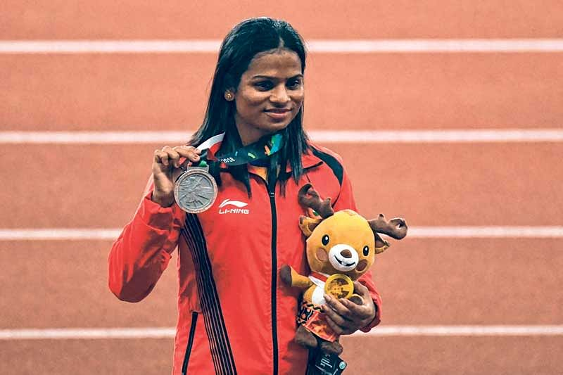 <em><strong>Dutee Chand celebrates after winning silver in the 200m</strong></em>