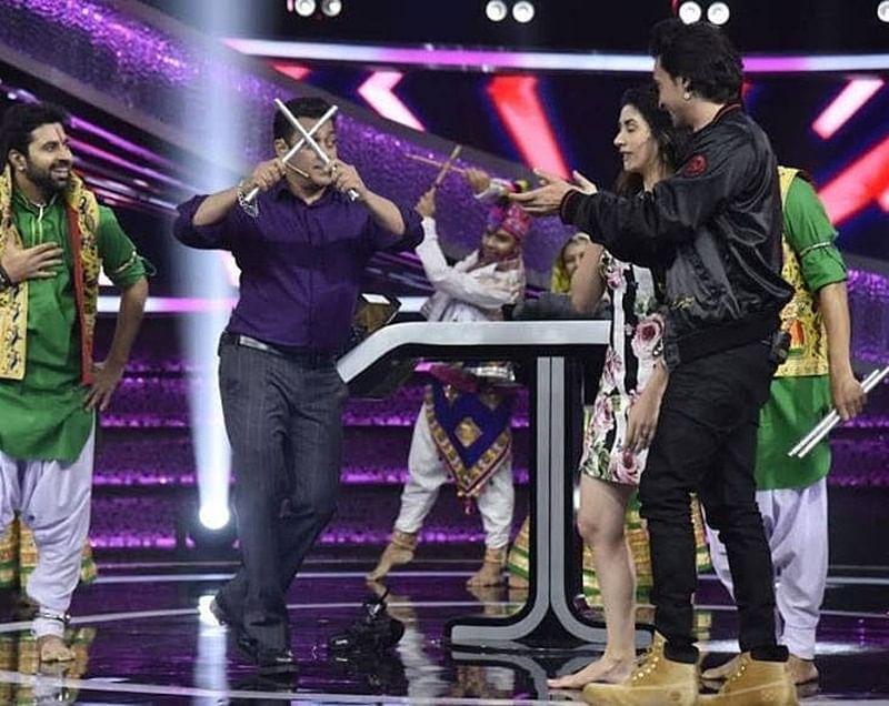 Loveratri Navratri! Watch Salman Khan play garba with Aayush Sharma, Warina Hussain