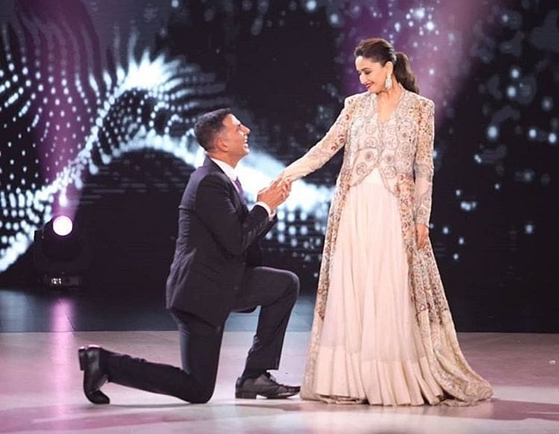 Throwback to 90s! Akshay Kumar, Madhuri Dixit recreate 'Ab Tere Dil Mein' from 'Aarzoo'
