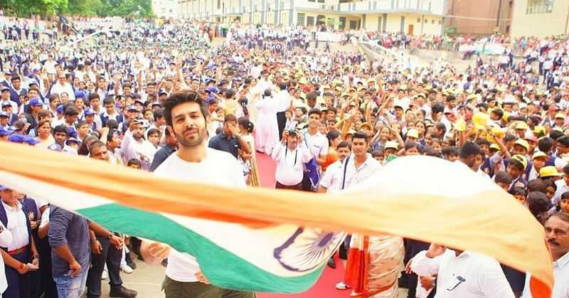 Kartik Aaryan goes back to school; Celebrates Independence Day with thousands of kids