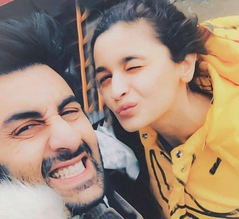 Alia Bhatt and Ranbir Kapoor's 'quirky' selfie has taken the internet by storm