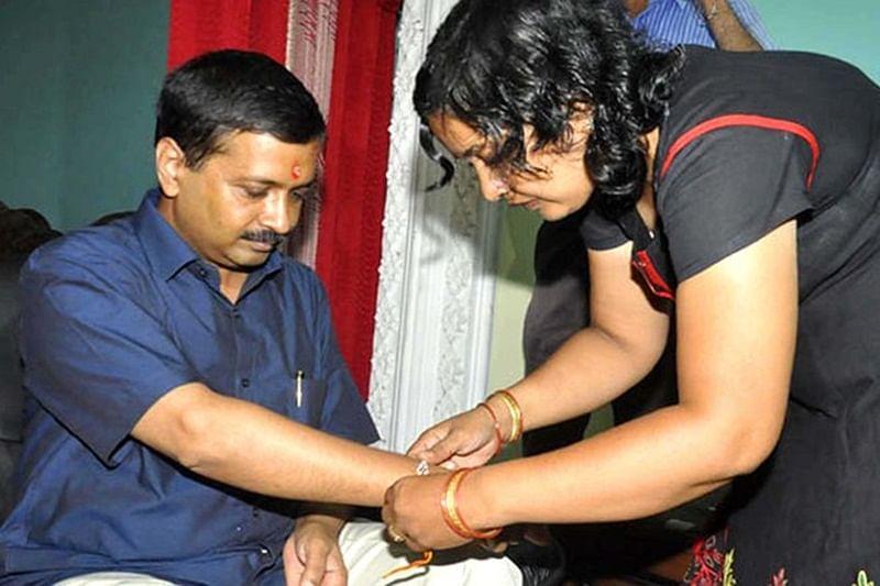 Arvind Kejriwal with sister Ranjana Gupta (R).