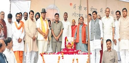 Ujjain: Ashes of ex PM Atal Bihari Vajpayee immersed, people pay tribute