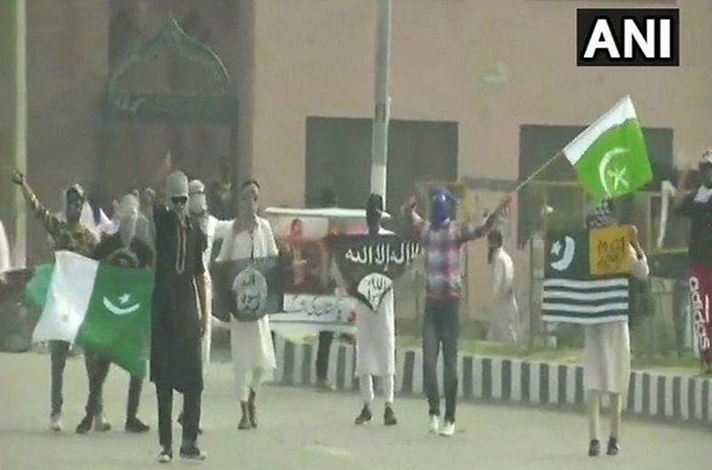 Jammu and Kashmir: Stone-pelters mar Eid-Al-Adha celebrations; Pakistani, ISIS flag raised in Srinagar