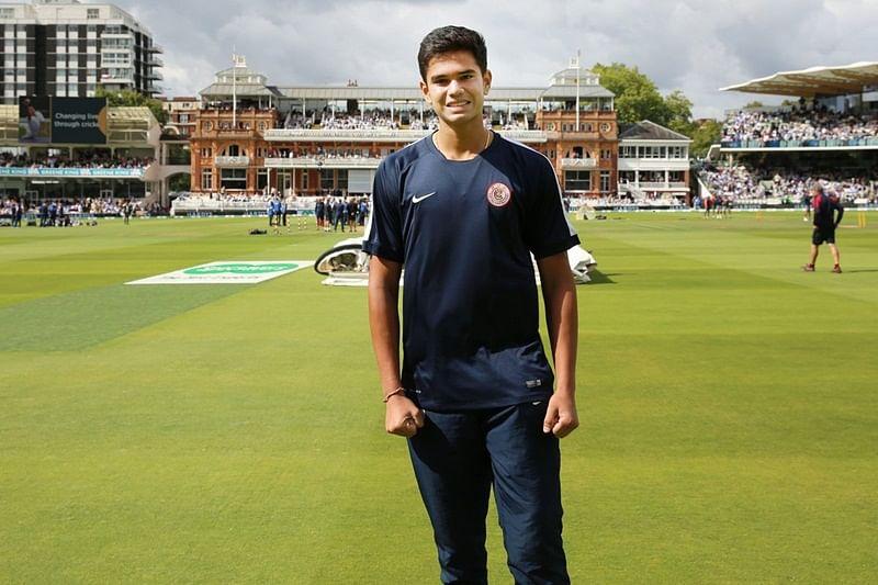 India vs England 2nd Test Match: Arjun Tendulkar helps ground staff at Lord's as rain interrupts play