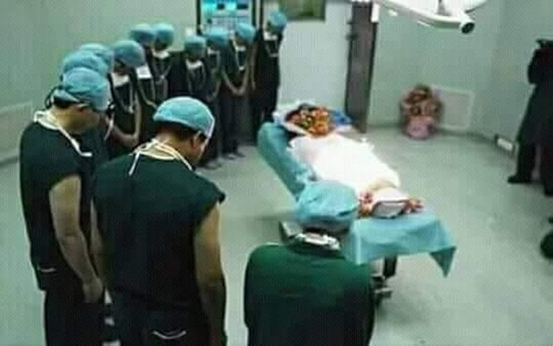 Atal Bihari Vajpayee death: Photo of 'AIIMS doctors paying last respect' to ex-PM goes viral, truth will shock you