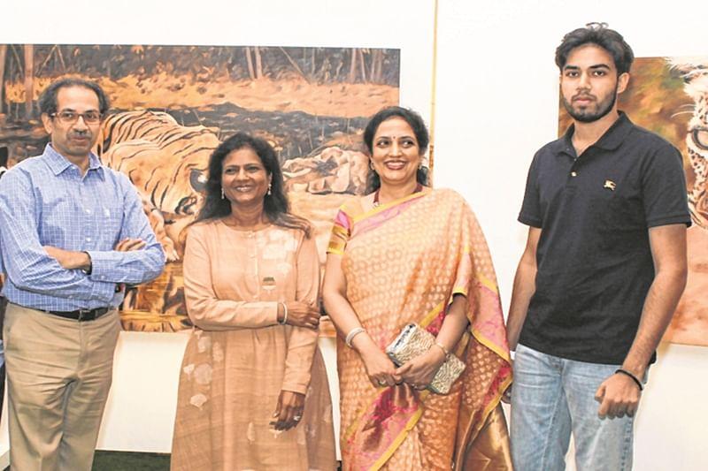 Mumbai: Uddhav Thackeray praises wildlife paintings by Sushma Jain